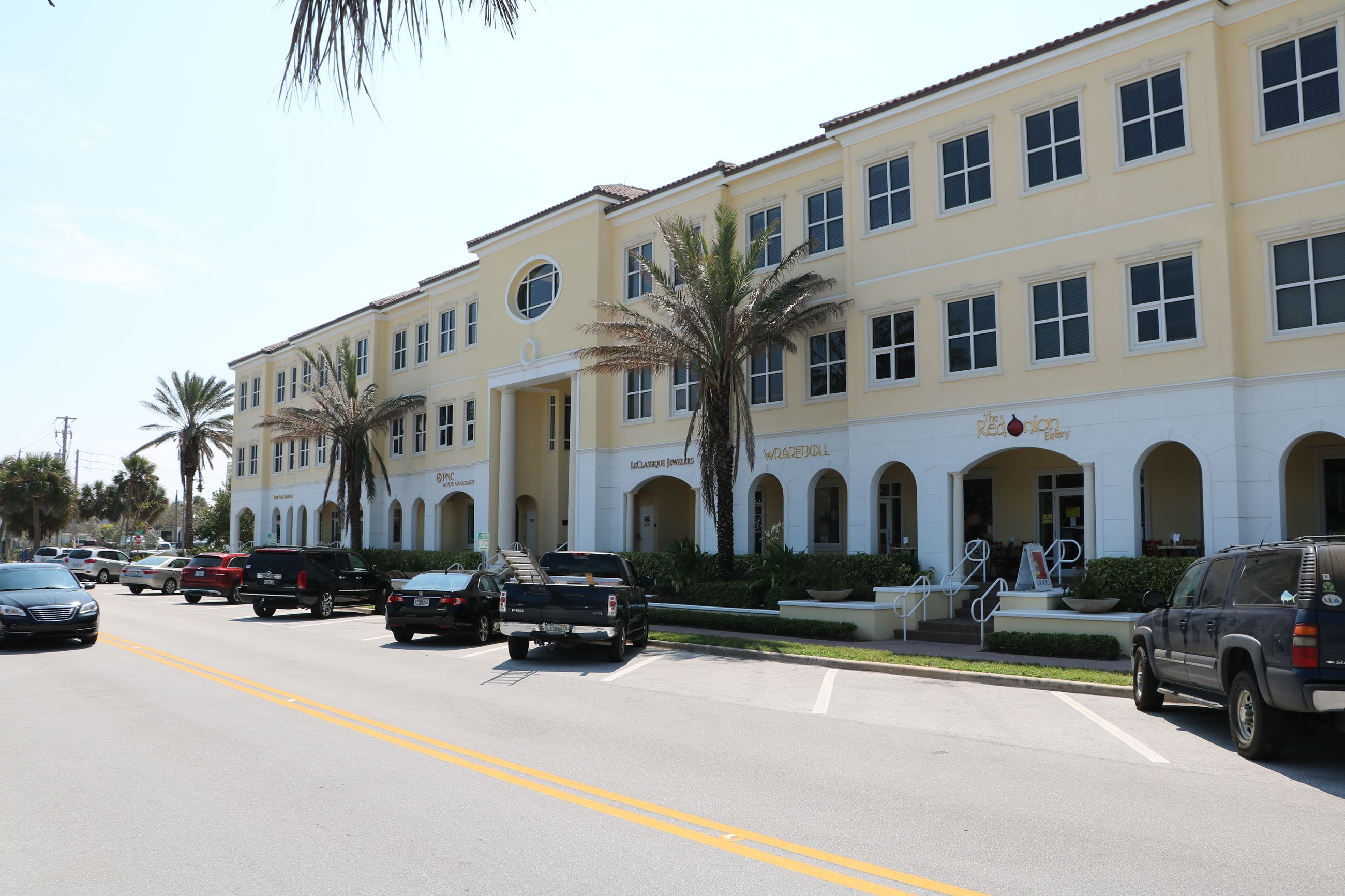 photo of ocean drive building